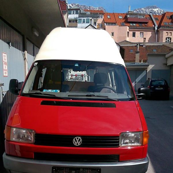 Roter VW Bus
